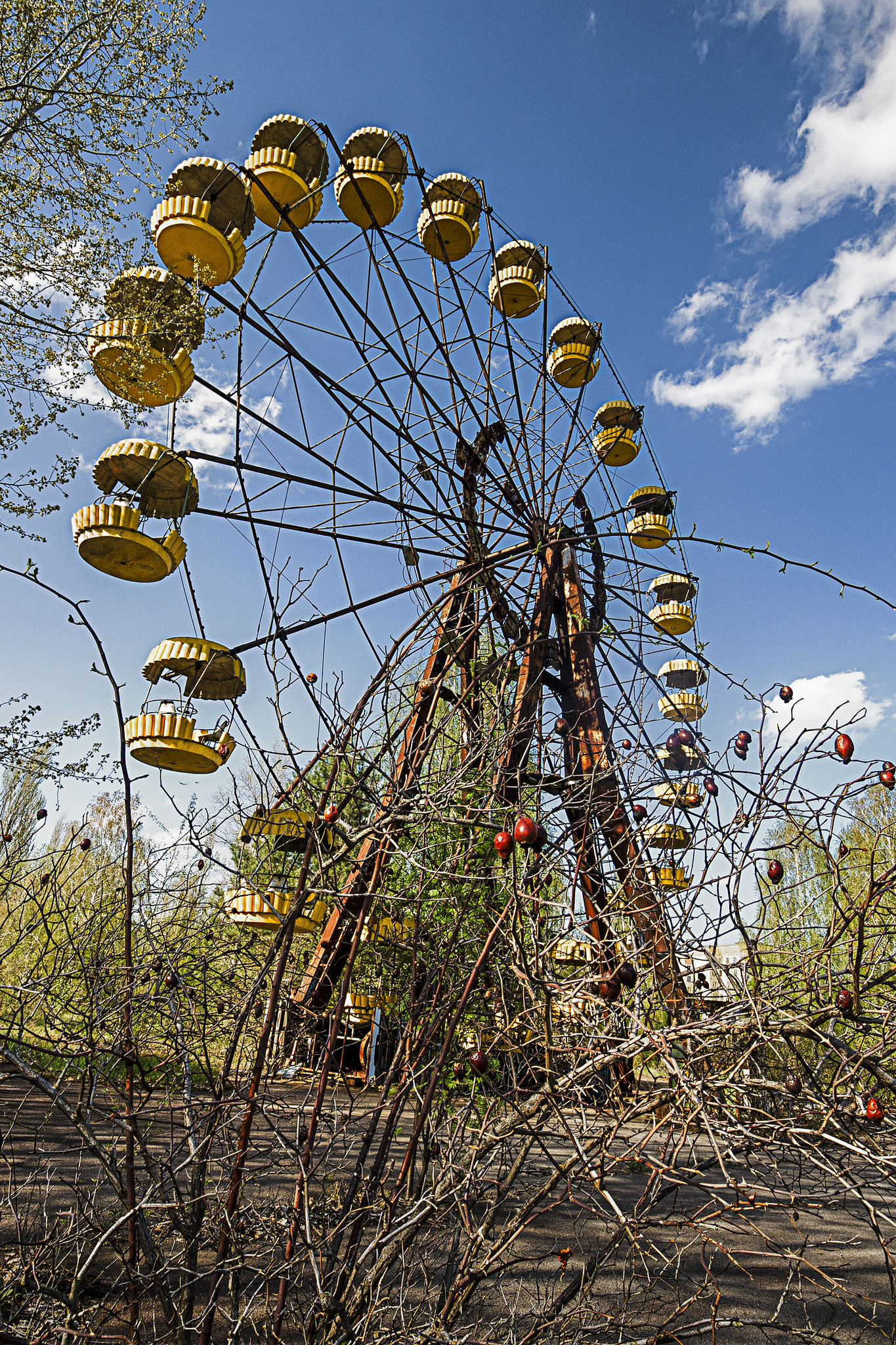 20 Haunting Images Of Chernobyl S Abandoned Radioactive Theme Park Page 1