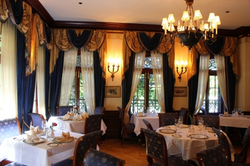 Club 33 dining room (2)