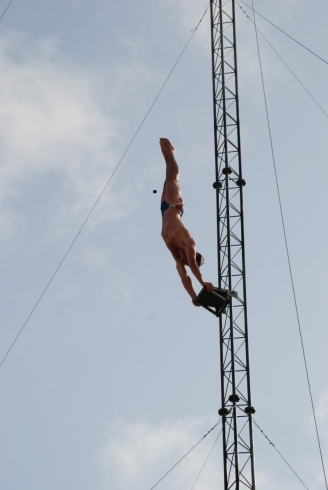 Drayton Manor Dive Show headstand