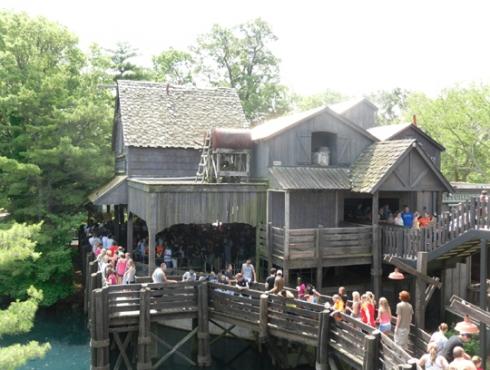 Maverick's queue at Cedar Point. Image © Robert Coker.