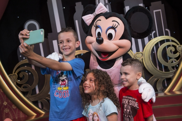 Kids with Minnie Mouse