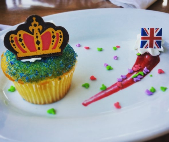 Rose and Crown Queen Birthday Cupcake