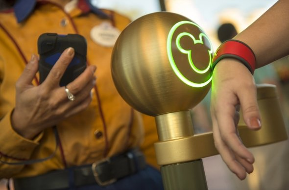 Fastpass Mickey Light