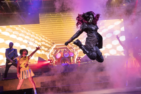 Gamora jumping in Guardians of the Galaxy show
