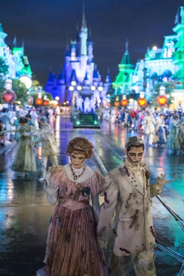 Dead people in Mickey's Halloween Party parade