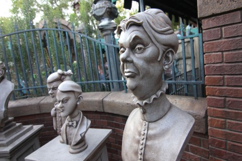 The Haunted Mansion's Interactive Queue