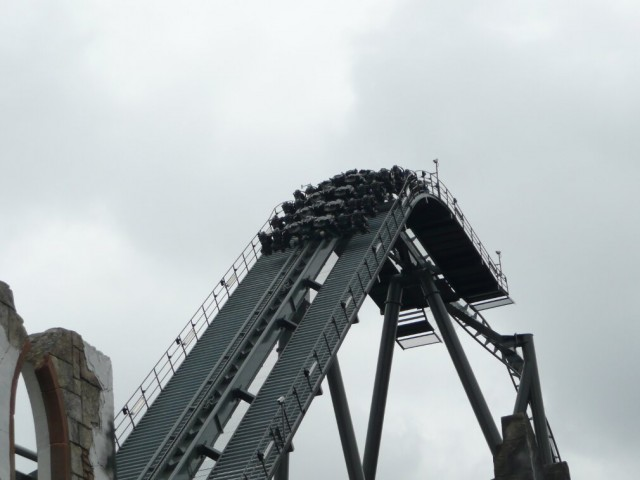 The Swarm, Thorpe Park. Theme Park Tourist