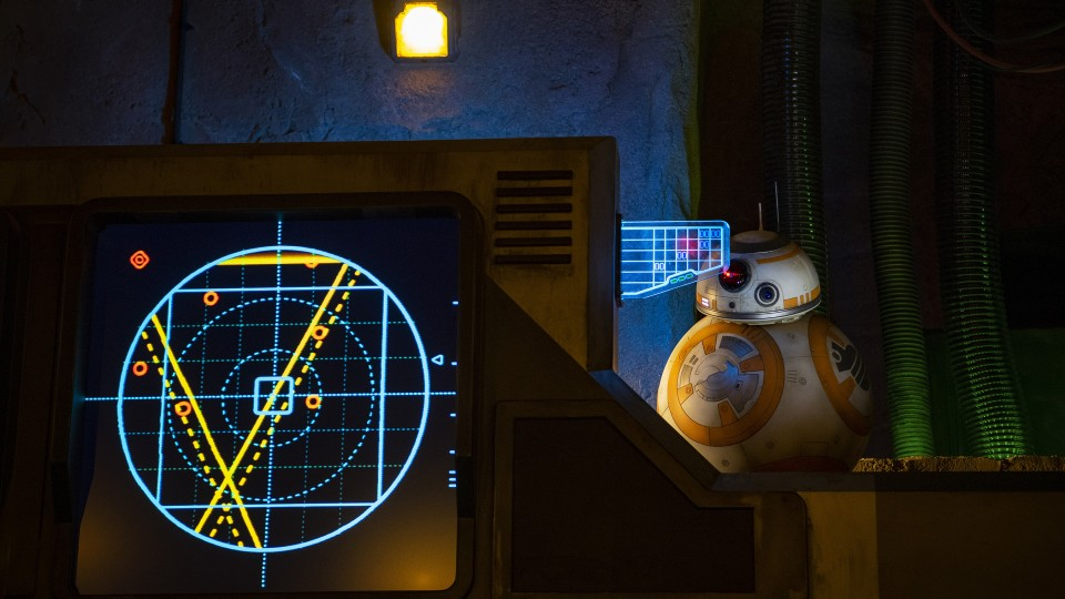 BB8 next to datascreen on Rise of the Resistance